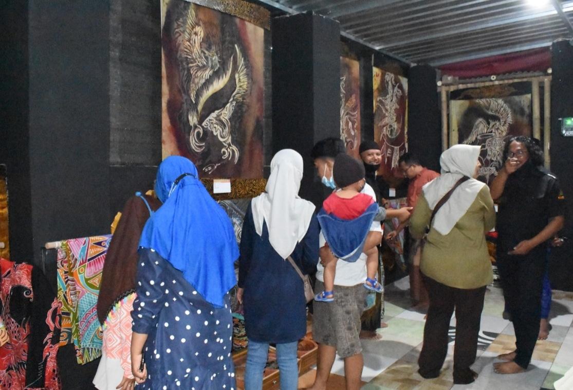 Gelar Pameran, Komunitas Perupa Sampang Launching Eduwisata Batik