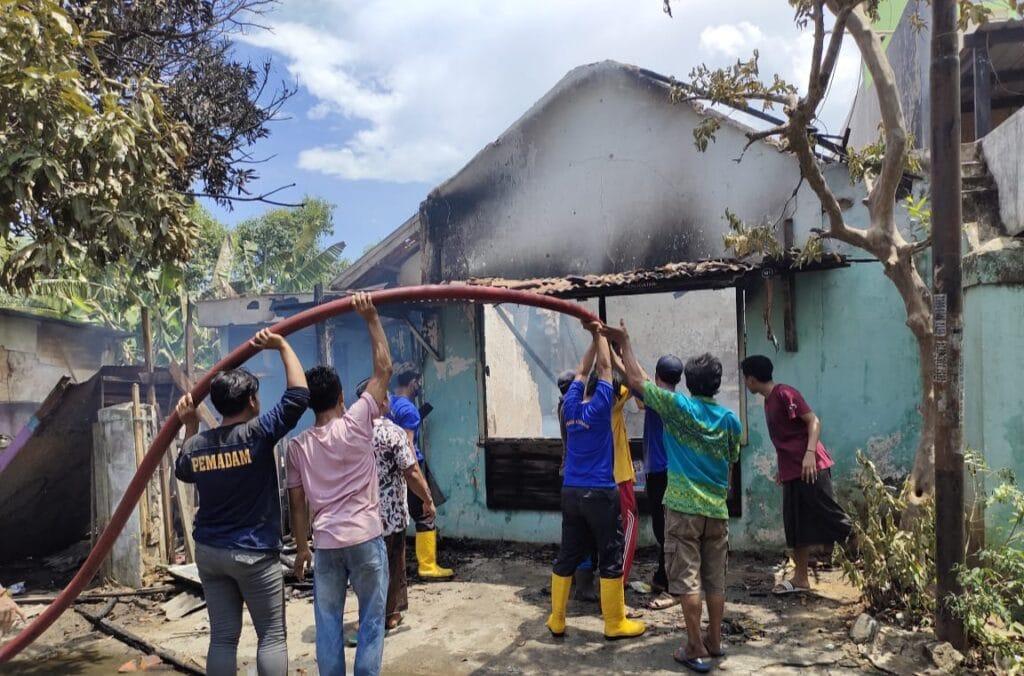 Akibat Putung Rokok, Sebuah Rumah di Sampang Hangus Terbakar