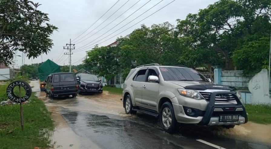 Kembali Banjir, Arus Lalulintas Jalan Raya Kamuning Tersendat