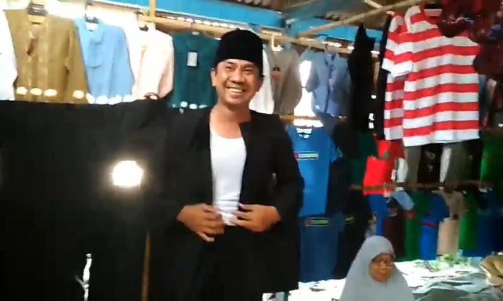 Sambut Harjad Sampang, Omset Penjualan Pakai Adat Madura Meningkat Drastis