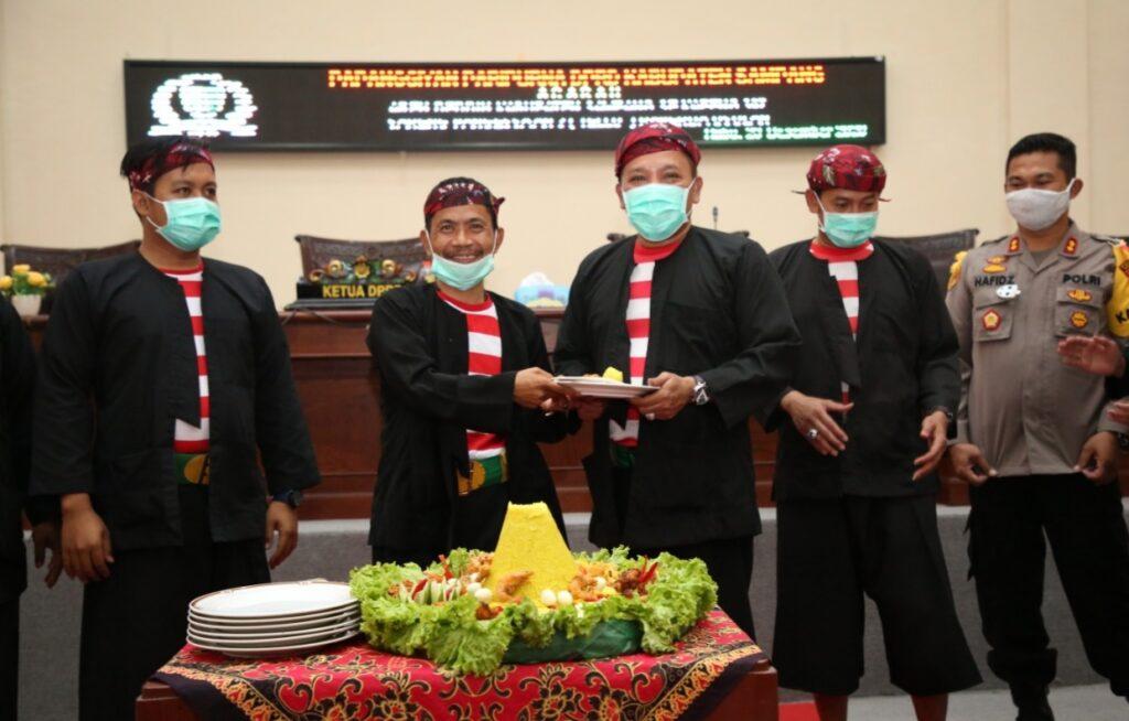 Bertepatan Dengan Harjad Sampang, DPRD Sampaikan Tiga Raperda Dengan Apar Besan