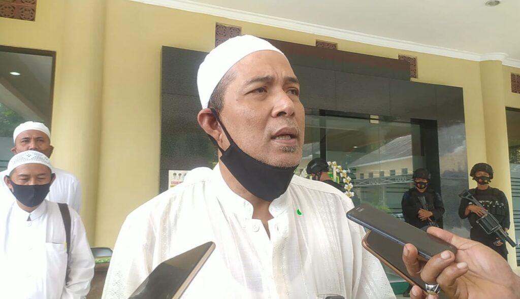 Partisipan Habib Rizieq Shihab Datangi Kantor DPRD Sampang