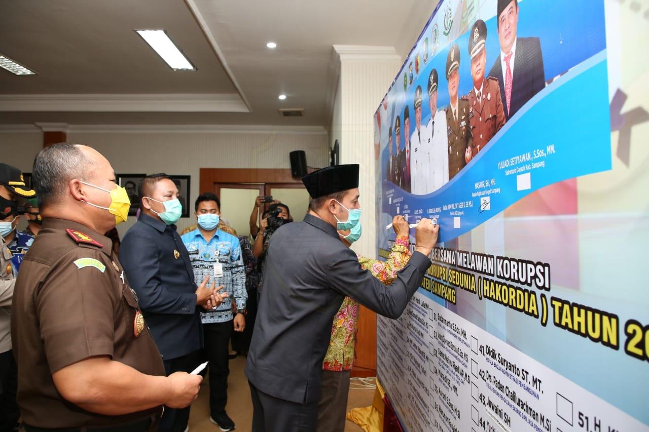 Peringati Hakordia 2020, Pemkab Sampang Tandatangani Komitmen Lawan Korupsi