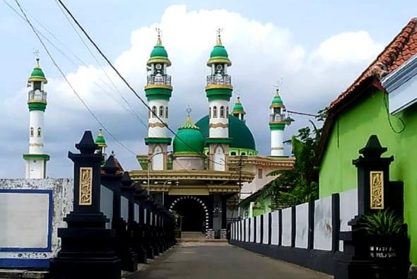 Sejarah Berdirinya Masjid Madegan Kelurahan Polagan Sampang - Masjid Sumpah Pocong
