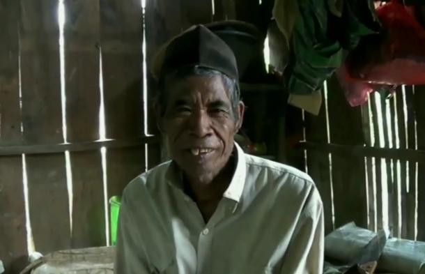 Kisah Puadin, Kakek Miskin di Sampang Hidup Serumah Dengan Seekor Sapi - Pemerintah ?