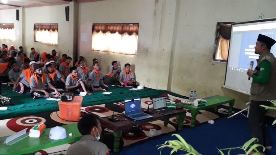 BPBD Sampang Edukasi Santri Tangguh Bencana di PP. Assirojiyyah Kajuk