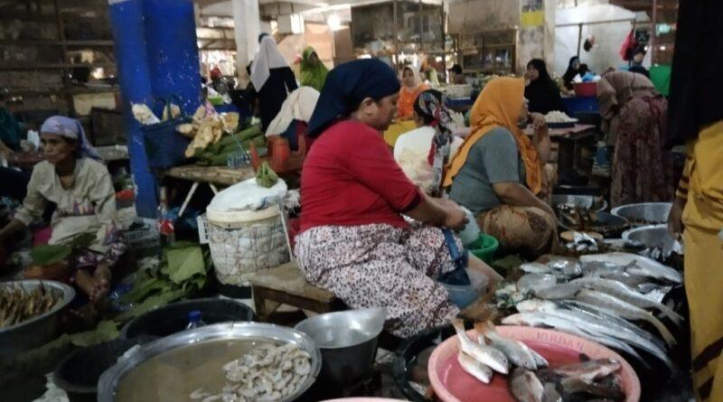 Cuaca Buruk, Ikan Laut Langka di Pasar Tradisional Sampang