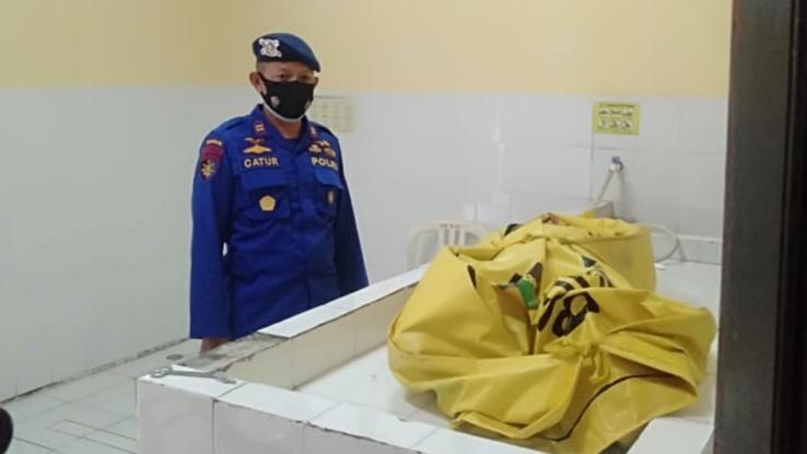 Jasad Salah Satu Korban Tenggelamnya Kapal TB Mitra Jaya XIX Berhasil Dievakuasi