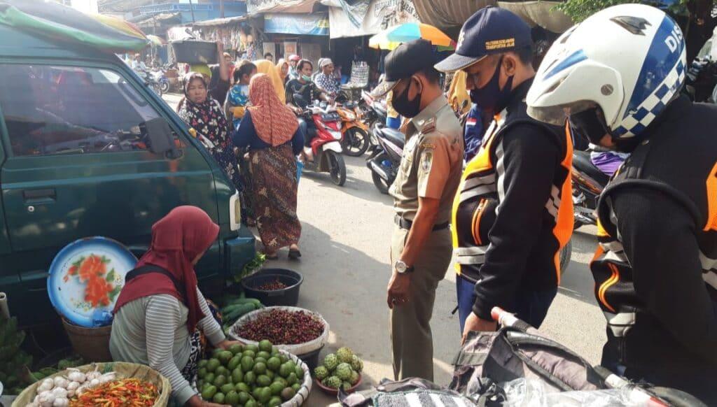 Untuk Mengurai Kemacetan, Satpol PP Sampang Giat Tertibkan PKL Nakal