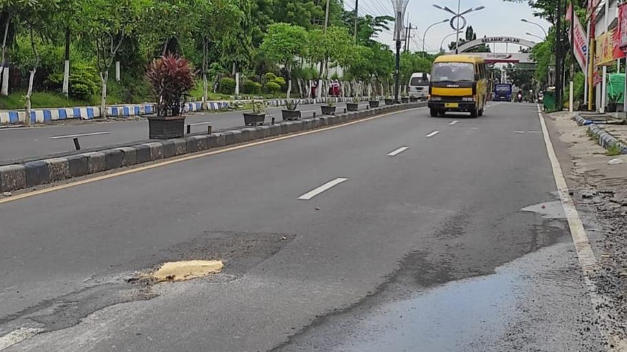 Bupati H. Slamet Junaidi Minta Pemerintah Pusat Perlebar Jalan Nasional Madura
