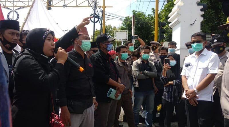 Aksi Tuntut Kejaksaan Negeri Sampang Diwarnai Kericuhan, Ini Sebabnya !