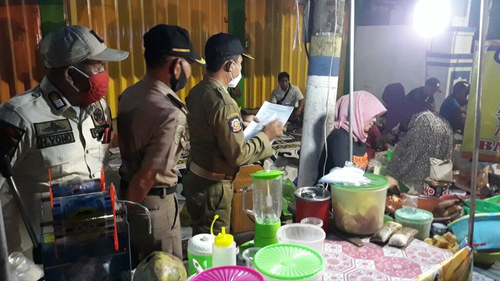 Sampang Tampak Kumuh, Satpol PP Gelar Patroli Malam Tertibkan PKL