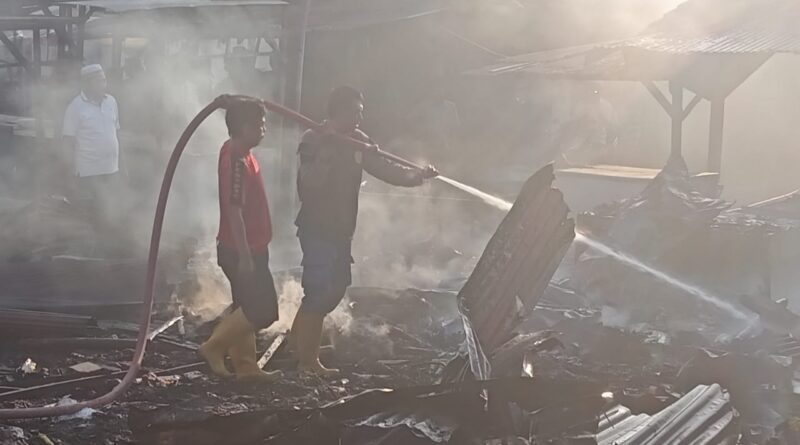 Kebakaran Pasar Omben Diduga Akibat Tumpukan Sampah