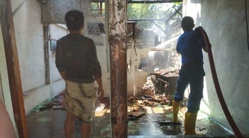 Akibat Arus Pendek Listrik, 1 Unit Rumah di Aeng Sareh Sampang Hangus Terbakar