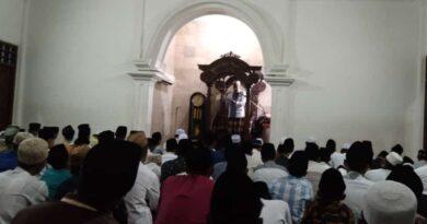 Ratusan Santri Pondok Pesantren Assirojiyyah Sampang Tunaikan Sholat Gerhana Bulan