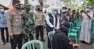 Pantau Vaksinasi di Sampang, Gubernur Jatim Minta Peran Serta Kades dan Ulama