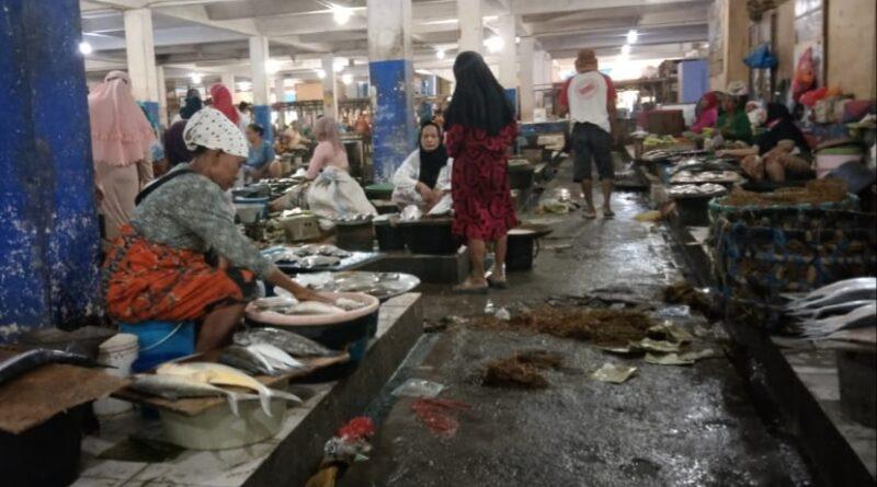 Nelayan Enggan Melaut, Harga Ikan di Pasar Srimangunan Sampang Naik Hingga 30 Persen