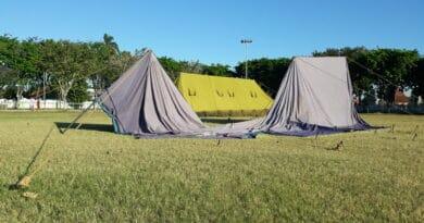 Tenda Rumah Sakit Lapangan Wijaya Kusuma Roboh ! Kenapa Dibiarkan ?