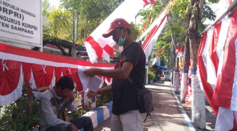 Menyambut HUT RI ke- 76, Penjual Bendera Musiman Sepi Pembeli