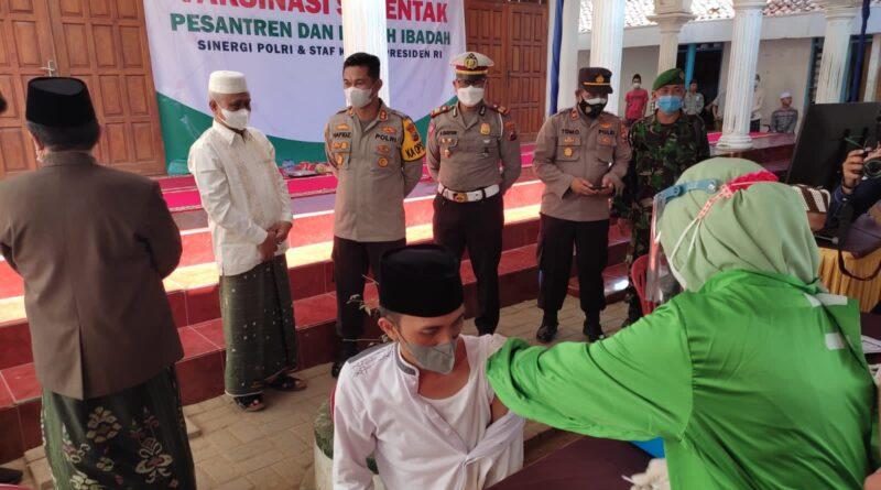 Vaksinasi Merdeka di PP. Assirojiyyah Kajuk Sampang, Ikhtiar Santri Lawan Covid-19