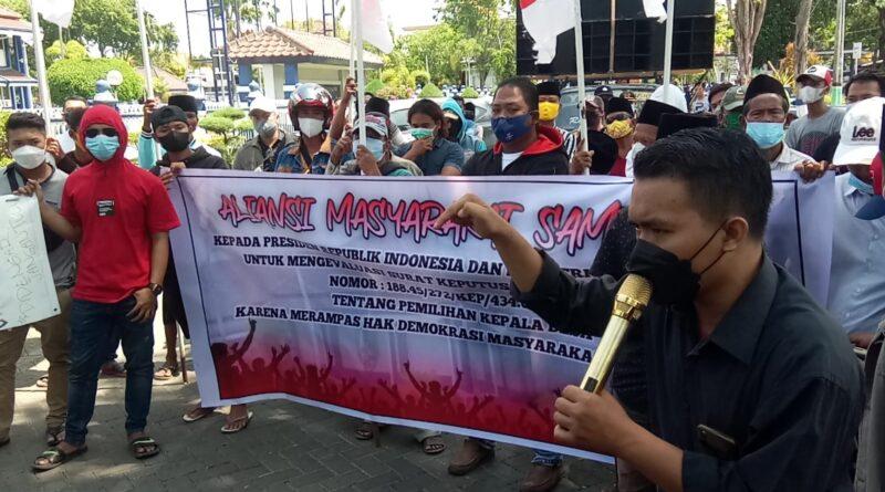 Tak Ditemui Bupati Sampang, Peserta Aksi Tolak Pilkades 2025 Nekat Menginap